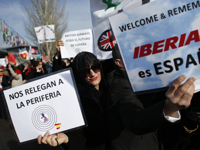 Manifestación de los trabajadores de Iberia en la inauguración de Fitur.