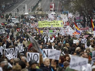 Manifestación celebrada en Madrid contra de la privatización de la gestión de seis hospitales y 27 centros de salud. EFE