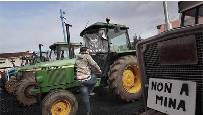 Una imagen de archivo, de una protesta contra la mina.- EFE