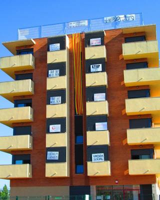 El bloque de viviendas de Salt sobre el que pesa una orden de desalojo. PAH