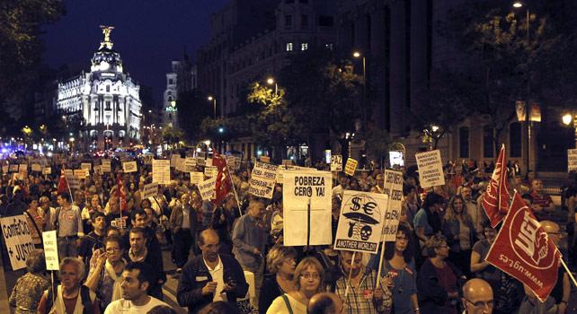 Miles de personas se manifiestan en Madrid para pedir la erradicación de la pobreza.-