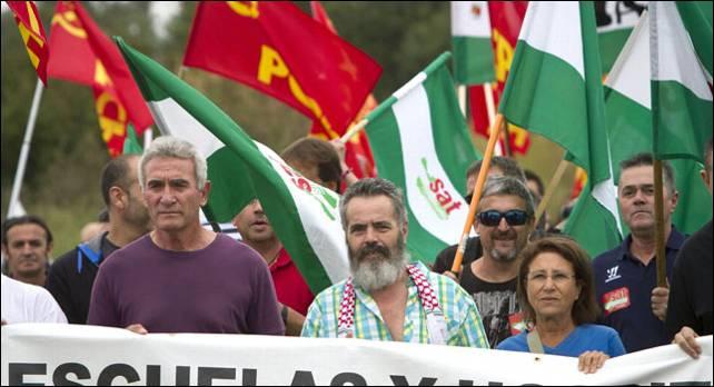 Cañamero, junto al alcalde de Marinaleda, Sánchez Gordillo, en una marcha del SAT.- EFE
