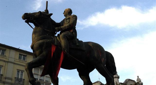 Imagen de uno de los monumentos franquistas.-