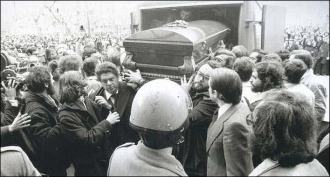 Entierro de los abogados de Atocha donde murió el estudiante en prácticas Serafín Holgado de Antonio.
