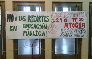 Pancarta en la Universidad Complutense de Madrid. S. O.