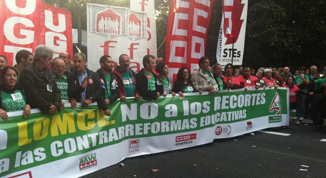 Cabecera de la manifestación convocada el 24 de octubre en Madrid por la Educación Pública.-