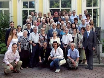 Foto de familia de los llamados 'niños de la guerra' civil española, que siguen residiendo en Moscú.