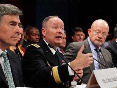 Keith Alexander (c.), durante su exposición en la Cámara de Representantes del Congreso. REUTERS/Jason Reed
