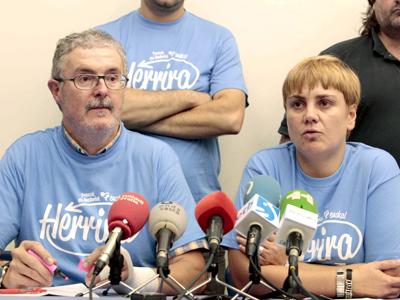 Los secretarios generales de los sindicatos ELA y LAB Txiki Muñoz y Ainhoa Etxaide.