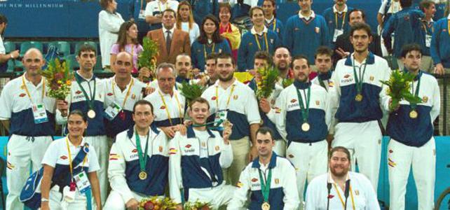 El equipo paralímpico de baloncesto en Sidney 2000.-