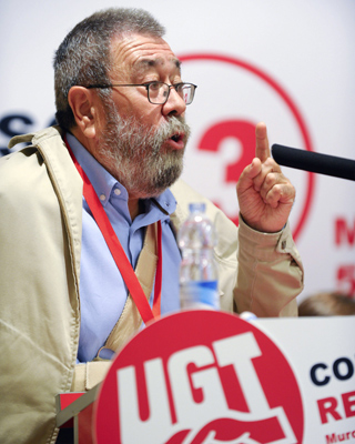 El secretario general de UGT, Cándido Méndez, durante su intervención en la clausura del 13 congreso regional de este sindicato en Murcia.-