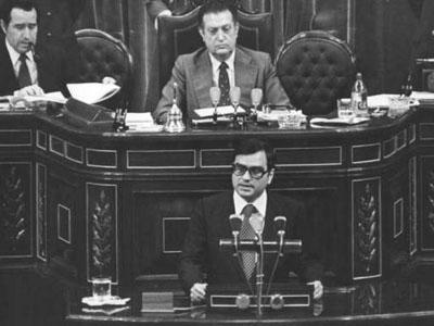 Rodolfo Martín Villa, entonces ministro de Interior, en el Congrso de los Diputados.