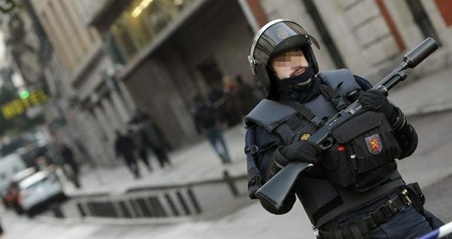 Un agente antidisturbios de la UIP.