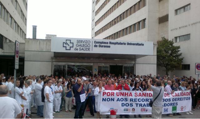 Protesta de trabajadores del CHUO, en 2012, contra los recortes en Sanidad Pública. FSP-UGT GALICIA