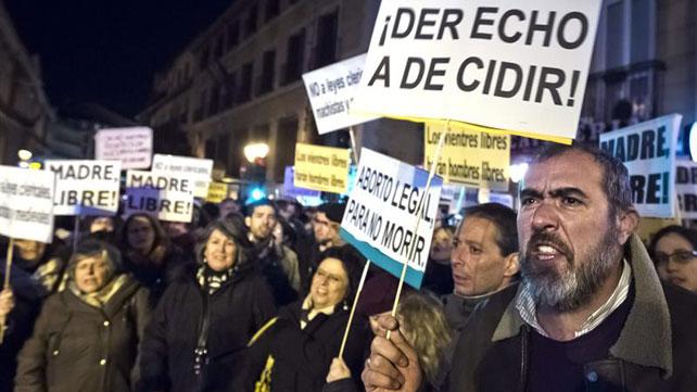 Concentración frente al Ministerio de Justicia en Madrid contra la reforma del aborto de Gallardón.