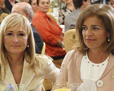 Cristina Cifuentes y Ana Botella, en un desayuno informativo en Madrid. EFE