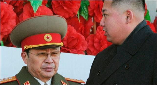 Kim Jong Un (derecha) y su tío, Jang Song Thaek.- Reuters/Archivo