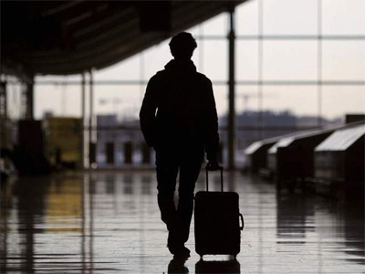 En total, hay 1,6 millones de españoles mayores de edad que ya viven en el extranjero. EFE