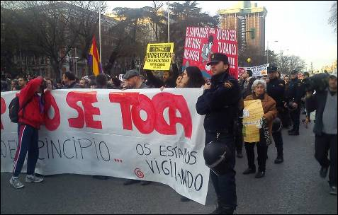 Marcha en Madrid camino a Cibeles. Al fondo, las torres de la plaza de Colón. -AB