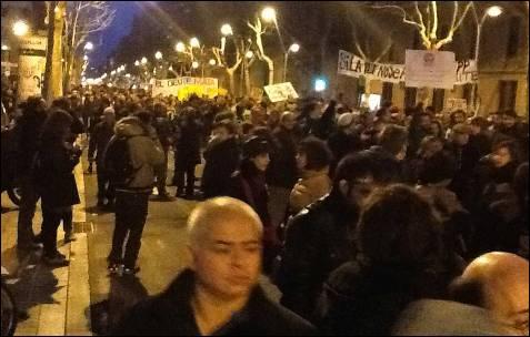 Manifestación en la calle Urgell, cerca de la sede del PP en Barcelona. -MD
