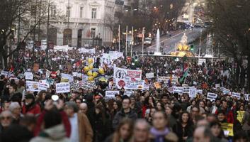 Calle Alcalá, Cibeles y Paseo de Recoletos de Madrid abarrotados