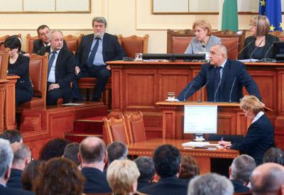 El dimitido primer ministro búlgaro, Boiko Borisov, en el Parlamento anunciando la renuncia de su Gobierno.
