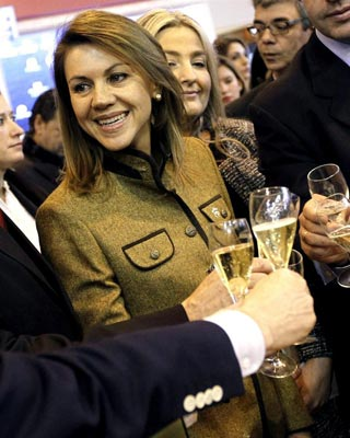 La presidenta de Castilla-La Mancha y número dos del PP, MAría Dolores de Cospedal, el pasado viernes, durante su visita al stand de su comunidad en Fitur.