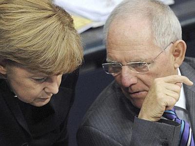 La canciller alemana, Angela Merkel, junto a su ministro de finanzas, Wolfgang Schäuble.
