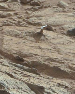 El Curiosity capta otro saliente de aspecto metálico en una roca de Marte. -NASA/JPL-CALTECH