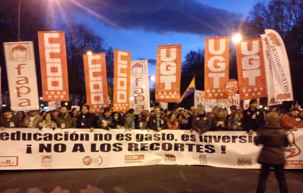 Cabecera de la manifestación contra la reforma educativa de Wert a su paso por la plaza de Cibeles.
