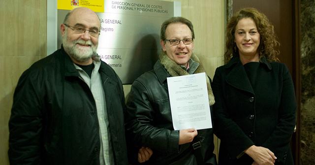 Federico Armenteros, Elianne y Carla Antonelli, presentan el recurso contra la denegación de la indemnización.