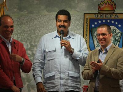El vicepresidente venezolano, Nicolás Maduro (c), durante un acto de presentación de la página web del satélite Miranda en Caracas. EFE