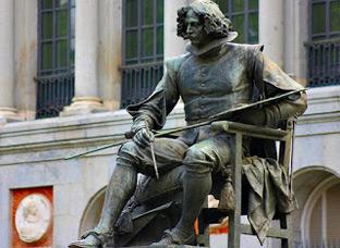 Escultura del autor Velázquez, frente a la fachada principal del Museo del Prada. Punto de encuentro de la protesta.