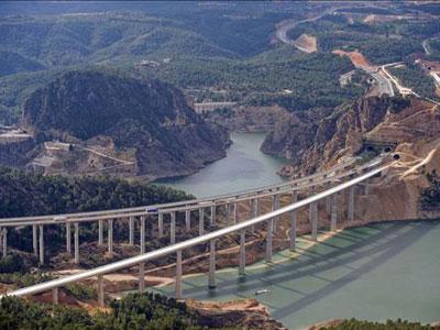 Construcción del AVE entre la Comunidad Valenciana, Madrid y la Región de Murcia.