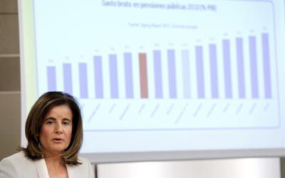 La minista de Empleo, Fátima Bañez, durante la rueda de prensa posterior al Consejo de Ministros que ha aprobado nuevas medidas sobre pensiones y desempleo.