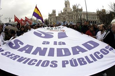 'Marea blanca' contra la política sanitaria del Gobierno en Madrid. -EFE