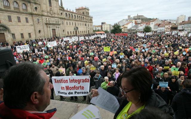 Manifestación en Monforte de Lemos (Lugo), el pasado sábado, en defensa del hospital comarcal de la ciudad.