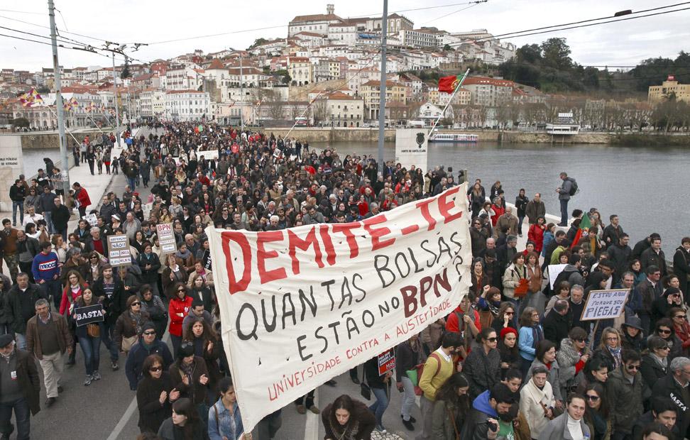 Mareas verdes (educativa) y blancas (sanitaria) y los grandes sindicatos y partidos de la izquierda lusase han dado cita también en Coimbra.