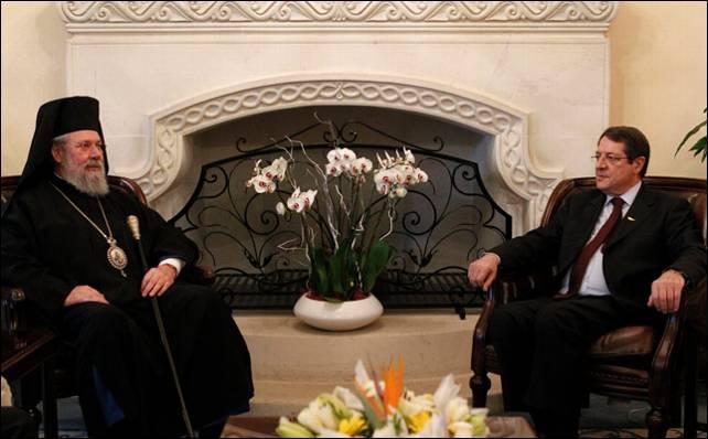Anastasiades se reúne con el arzobispo Chrysostomos II para hablar de la crisis financiera.- Reuters