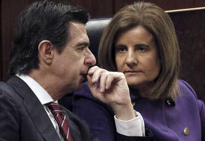 Foto de archivo de la ministra de Empleo, Fátima Báñez, con José Manuel Soria.