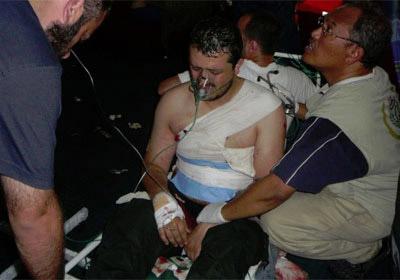 Uno de los heridos por el asalto israelí a la embarcación 'Mavi Mármara'. Fotografía difundida por el activista español Manuel Tapial.