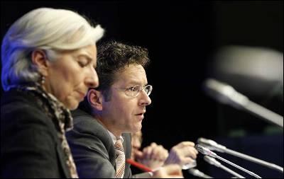 El presidente del Eurogrupo se dirige a los medios de comunicación acompañado por la presidenta del FMI, Christine Lagarde.
