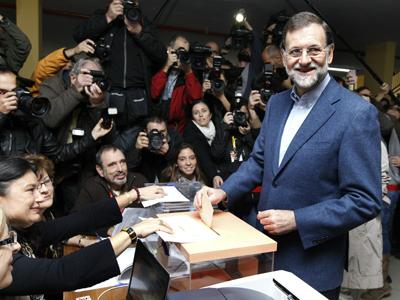 Mariano Rajoy vota en las pasadas elecciones generales, en las que el PP venció al PSOE. EFE