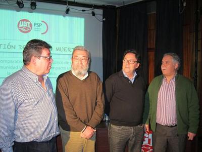 Cándido Méndez junto a otros dirigetnes de UGT durante la presentación del informe.