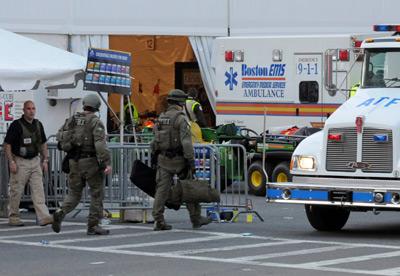 La policía investiga en la zona de las detonaciones.- Neal Hamberg (REUTERS)