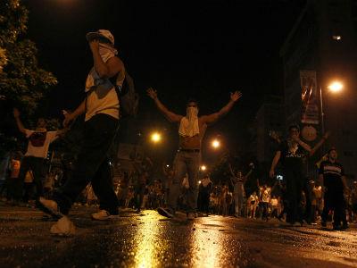 Seguidores de Capriles bloqueron varias calles en Caracas para exigir el recuento de los votos. -REUTERS