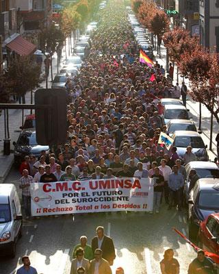 Miles de personas se manifiestan en Mieres en defensa de las comarcas mineras. EFE