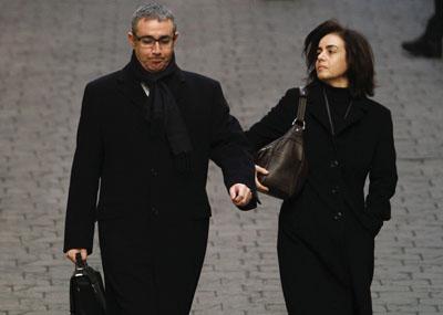 Diego Torres, exsocio de Iñaki Urdangarin, con su esposa, acudiendo a declarar ante el juez José Casto, en Palma.