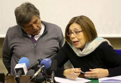 Carlos Slepoy y Ana Messuti, abogados de la querella contra el franquismo, en la rueda de prensa de este martes