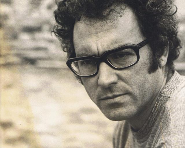 El cantautor portugués José Zeca Afonso, retratado por el fotógrafo Patrick Ullman. FOTOS: AJA